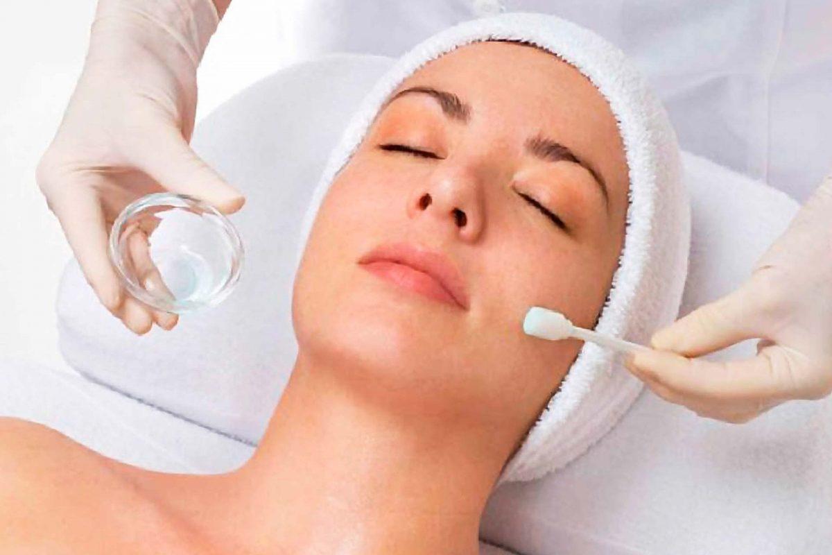 Deshidratación Facial: Mesoterapia y Peeling